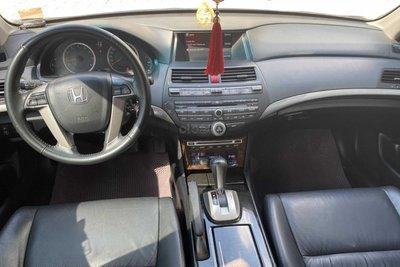 Không gian nội thất xe Honda Accord 2010 1