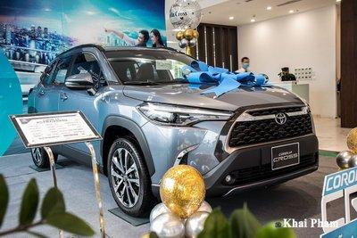 Chi tiết xe Toyota Corolla Cross 2020 vừa cập bến đại lý giá 820 triệu đồng a1
