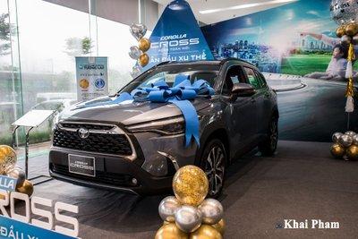 Chi tiết xe Toyota Corolla Cross 2020 vừa cập bến đại lý giá 820 triệu đồng a2