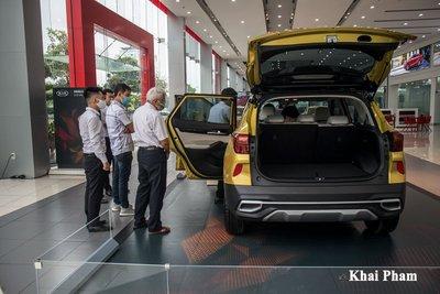 Kia Seltos được quan tâm hơn Toyota Corolla Cross những ngày đầu về đại lý a3