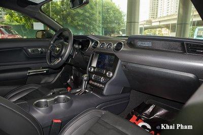 Ảnh khoang lái xe Ford Mustang High Performance 2020