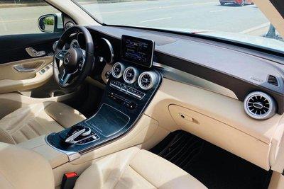 Không gian cabin xe Mercedes-Benz GLC 300 4Matic 2017 1