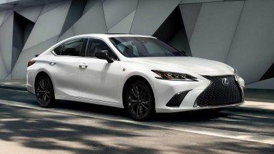 Lexus ES 2021 Black Line với tùy chọn màu trắng.