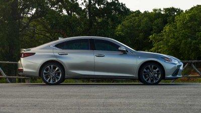 Lexus ES 2021 mới trang bị AWD cực kỳ hấp dẫn.