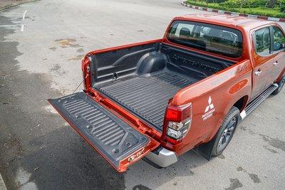 Trên các xe bán tải thường không có nắp thùng.