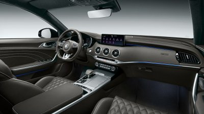 Kia Stinger 2022 cập nhật công nghệ lẫn thiết kế.