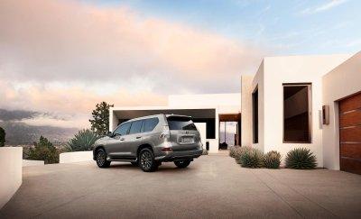 Lexus GX 2021 vẫn giữ nguyên thiết kế quen thuộc.