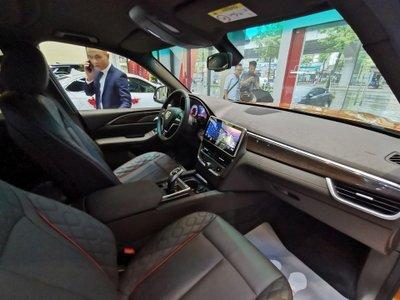 Những hình ảnh đầu tiên xe Vinfast President tại đại lý chính hãng a7