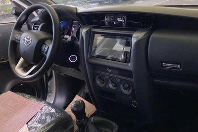 Lộ ảnh Toyota Fortuner 2020 tại đại lý trước ngày ra mắt, đáp trả Kia Sorento a4