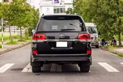 Toyota Land Cruiser cũ nhập Nga bán lại giá cao hơn xe