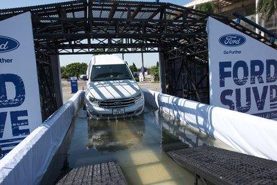 Nhiều bài thử mô phỏng hấp dẫn thách thức khả năng vận hành của dòng xe Ford.