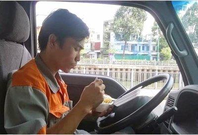 Tay lái nên nghỉ giải lao, ăn uống đúng cử để giúp thả lỏng cơ thể sau những chuyến đi.