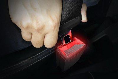 Chốt dây an toàn có thể phát sáng trên ô tô 1