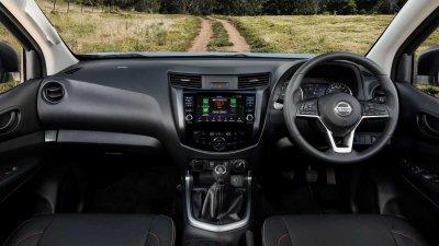 Nissan Navara 2021 bảo toàn độ thân thuộc với người dùng.