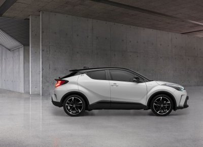Toyota C-HR 2021 GR Sport cực kỳ bắt mắt.