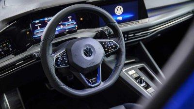 Volkswagen Golf R 2022 bắt mắt với từng chi tiết.
