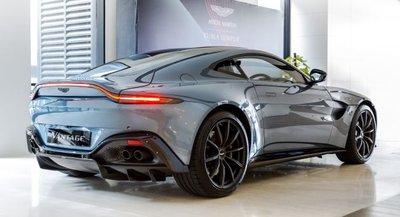 Aston Martin Vantage Dark Knight Edition được tinh chỉnh đặc biệt.