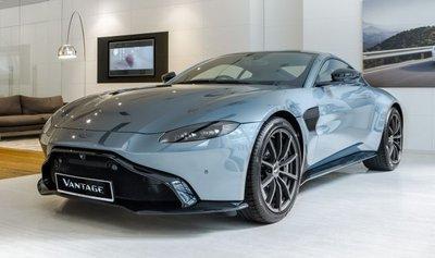 Aston Martin Vantage Dark Knight Edition ra mắt.