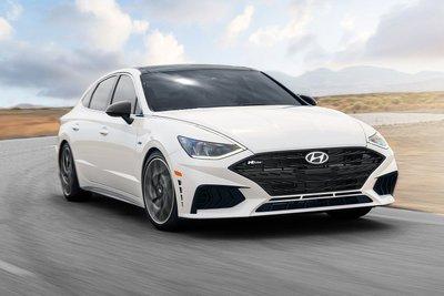 Hyundai Sonata 2021 N-Line mạnh hơn trước với hiệu suất phù hợp với ngoại hình thể thao.