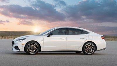 Hyundai Sonata 2021 N-Line tích hợp động cơ nâng cấp cùng hệ thống treo tinh chỉnh.