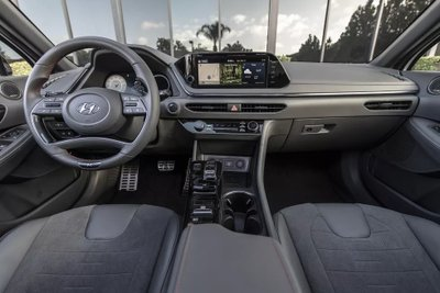 Hyundai Sonata 2021 N-Line sở hữu công nghệ tối tân.