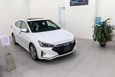 Hyundai Elantra: 517 xe 1