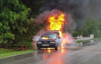 Động cơ ô tô bị quá nhiệt.