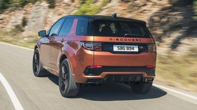 Land Rover Discovery Sport 2021 mới không thay đổi nhiều về thiết kế.
