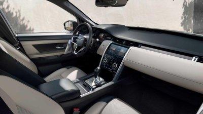 Land Rover Discovery Sport 2021 nâng cấp mới về mặt công nghệ.