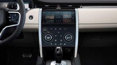 Land Rover Discovery Sport 2021 sở hữu nội thất thông minh và tiện dùng hơn.