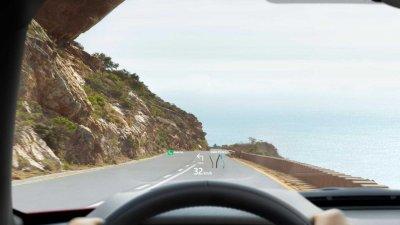 Land Rover Discovery Sport 2021 tích hợp loạt công nghệ tối tân.