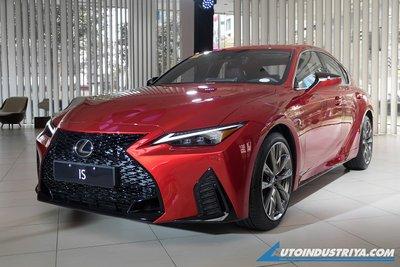 Lexus IS 2021 chào giá 1,6 tỷ đồng.