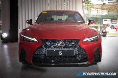 Lexus IS 2021 F Sport cực kỳ hấp dẫn.