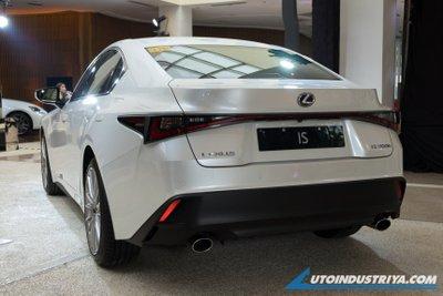 Lexus IS 2021 Premier cũng là 1 lựa chọn cực kỳ đáng cân nhắc.