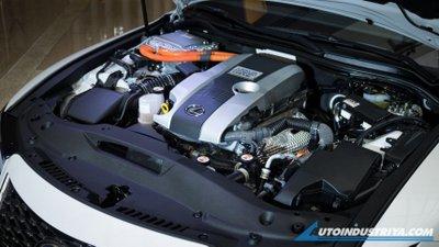 Lexus IS 2021 Premier hybrid mạnh mẽ và tiết kiệm nhiên liệu.