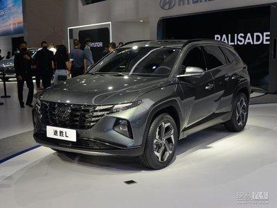 Hyundai Tucson 2021 L mới thân hình kéo dài với màn hình khổng lồ.