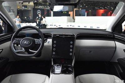 Hyundai Tucson 2021 L sở hữu màn hình thông tin giải trí khổng lồ.