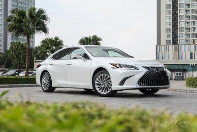 Lexus ES 2021 nâng cấp với giá bán không đổi.