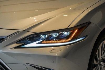 Cụm đèn pha xe Lexus ES 2021 1