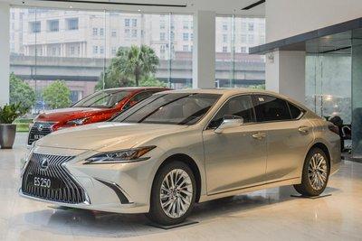 Lexus ES 2021 ra mắt khách Việt 1