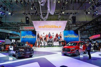 Toyota Việt Nam ưu đãi quà tặng cho khách mua xe nhân kỷ niệm 25 năm thành lập.