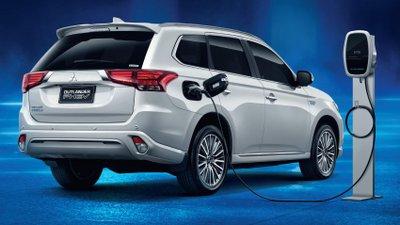 Mitsubishi Outlander 2021 PHEV thân thiện môi trường sản xuất nội địa.