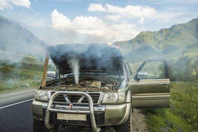 Hậu quả động cơ ô tô bị quá nhiệt.