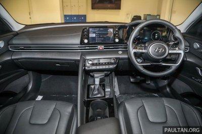 Không gian nội thất Hyundai Elantra 2021 1