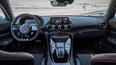 Mercedes-AMG GT Black Series 2021 hiện đại tối tân.