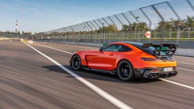 Mercedes-AMG GT Black Series 2021 sở hữu sức mạnh ấn tượng.