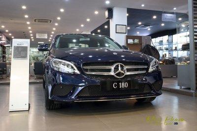 Khách mua Mercedes C180 sẽ tiết kiệm khoảng 168 triệu đồng phí trước bạ.