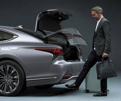 Lexus LS 2021 trang bị tối tân.