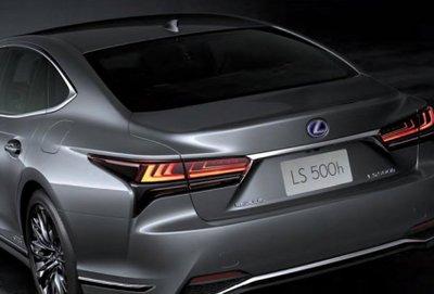 Lexus LS 2021 sở hữu nhiều biến thể sức mạnh đa dạng.