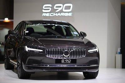 Volvo S90 Recharge 2021 hấp dẫn và hầm hố.